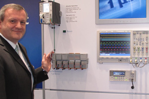 Martin Müller shows the stability of Axioline at SPS/IPC/Drives