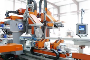 Both robot machine heads on MKM's new aluminium processing line are controlled by the Axium CNC kernel