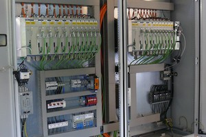 The control cabinet for the aluminium machining line, housing the Axium CNC kernel, drives and I/O