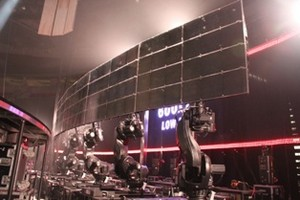 Five ABB IRB 7600 industrial robots positioned toward the back of the Bon Jovi concert stage bring together five RoboScreens to fit seamlessly into the touring platform